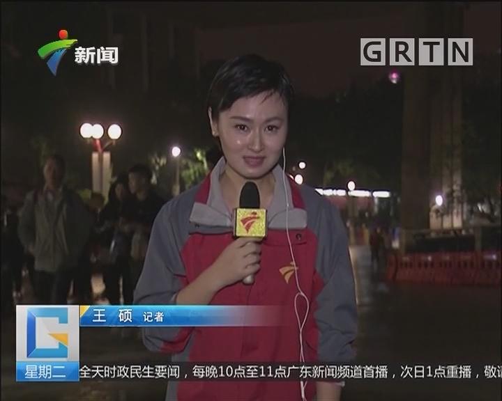 广州白云山今晚迎来大批市民登高祈福