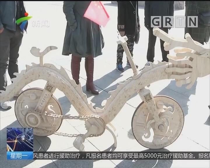 雪糕棍做成自行车:两万多根雪糕棍 做成龙形自行车