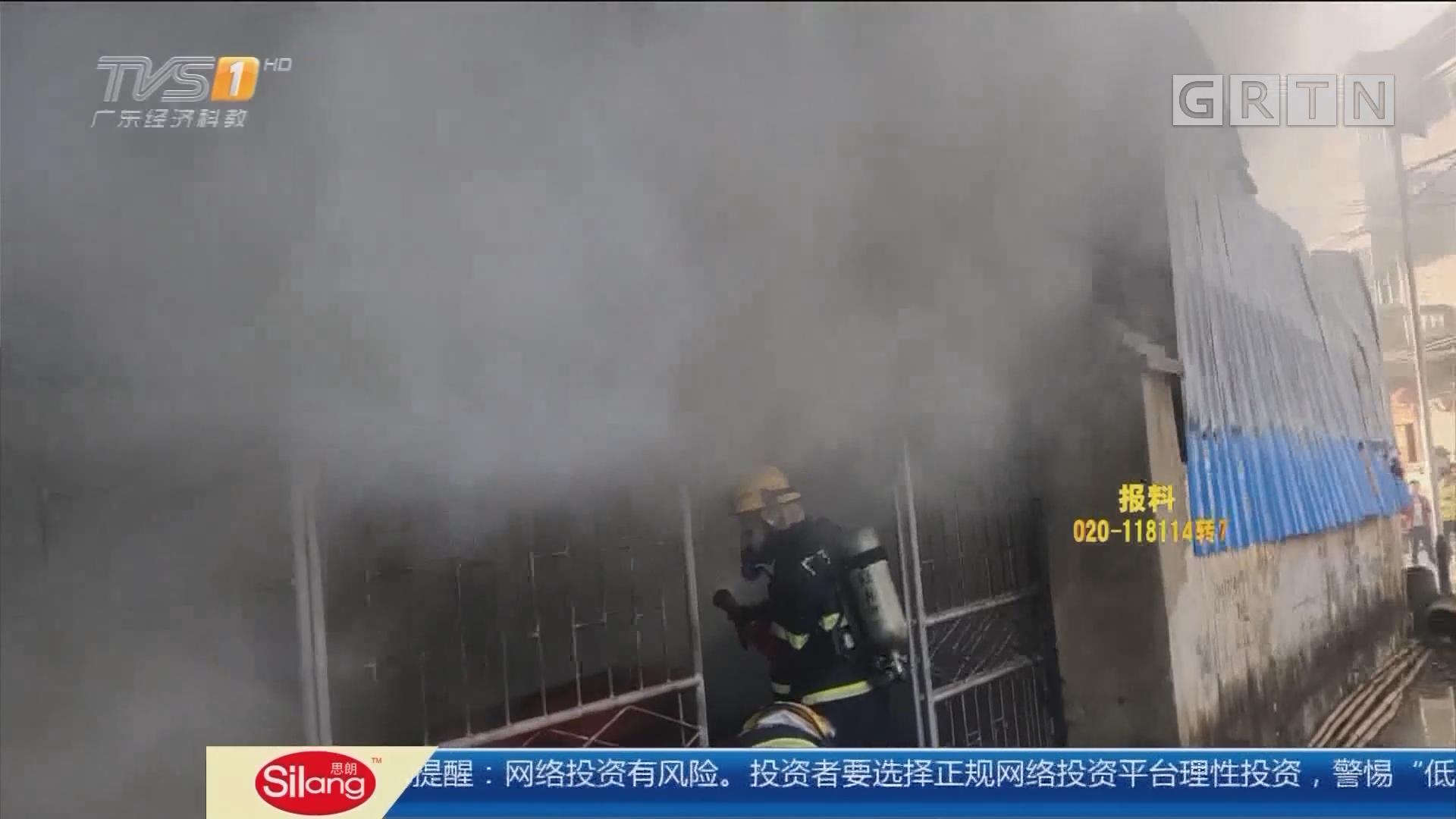 惠州江北:大火猛烧几度复燃 消防破拆控制火势