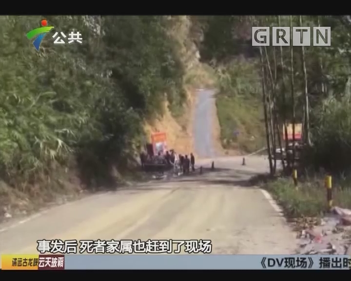 清远:小车离奇发生自燃 警方现场处置
