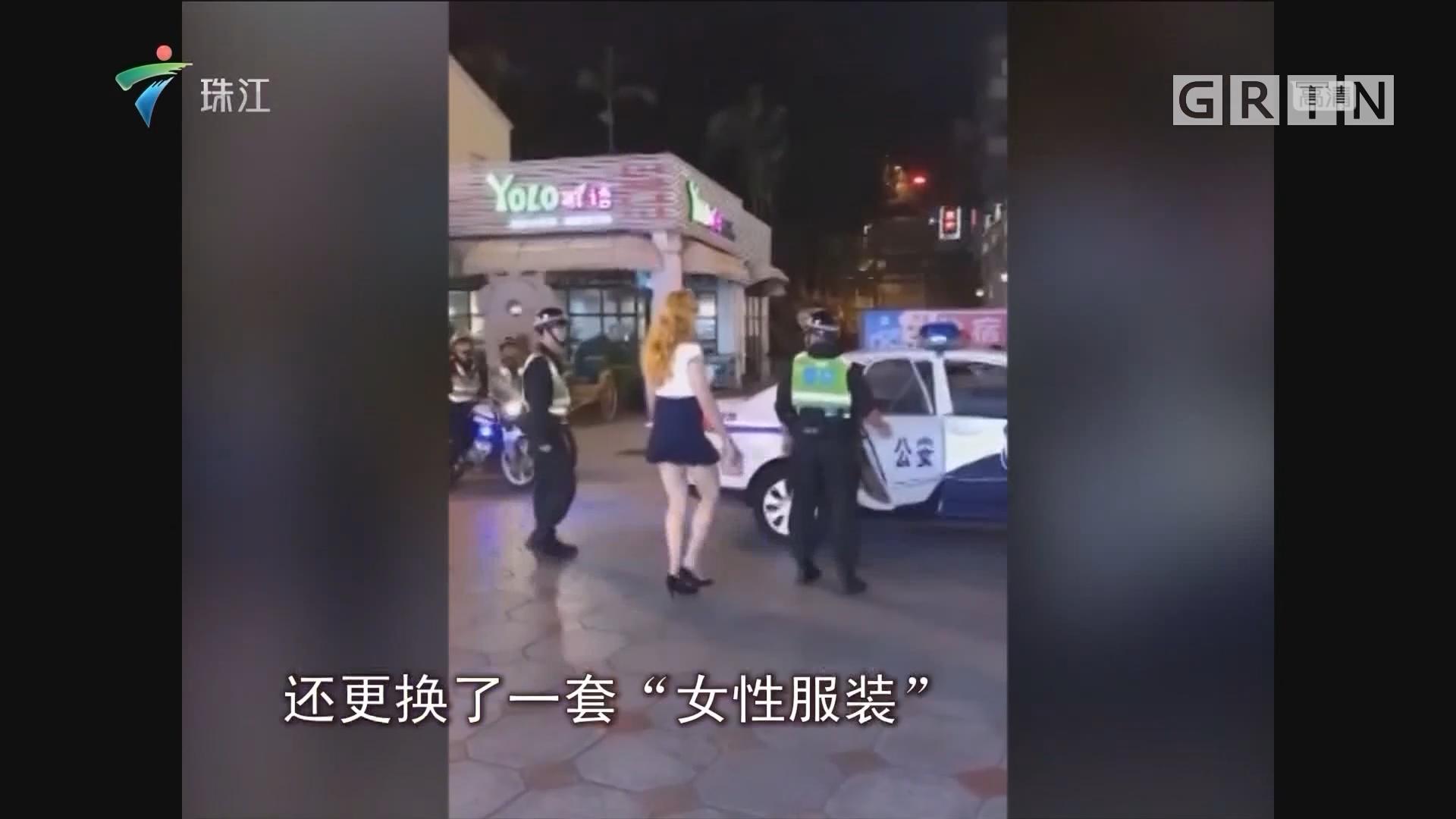 """中山:男子""""异装""""现街头 被警方警告带离"""