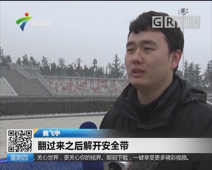 陕西:俩幼童驾玩具车驶入景观河 小伙狂奔三十米救人