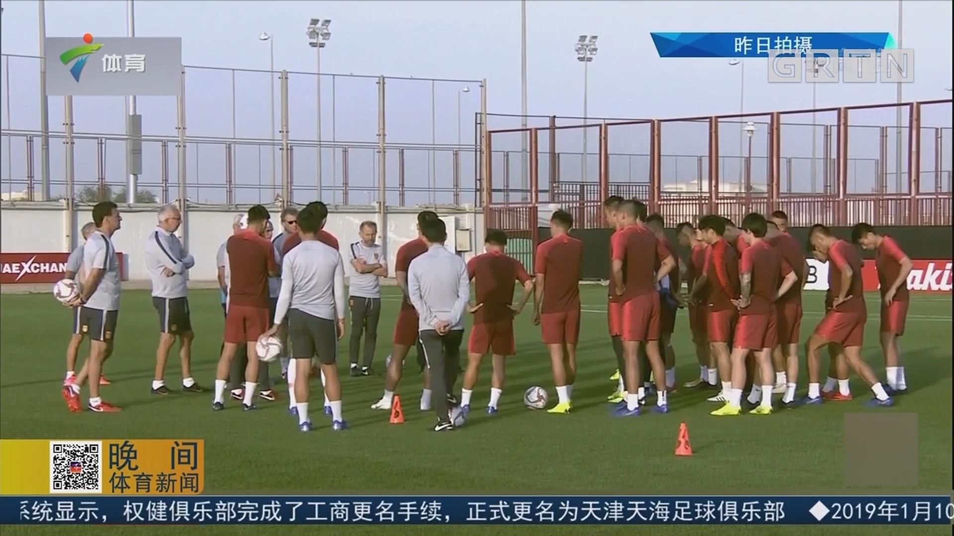 国足训练恢复为主 队员适应比赛时间