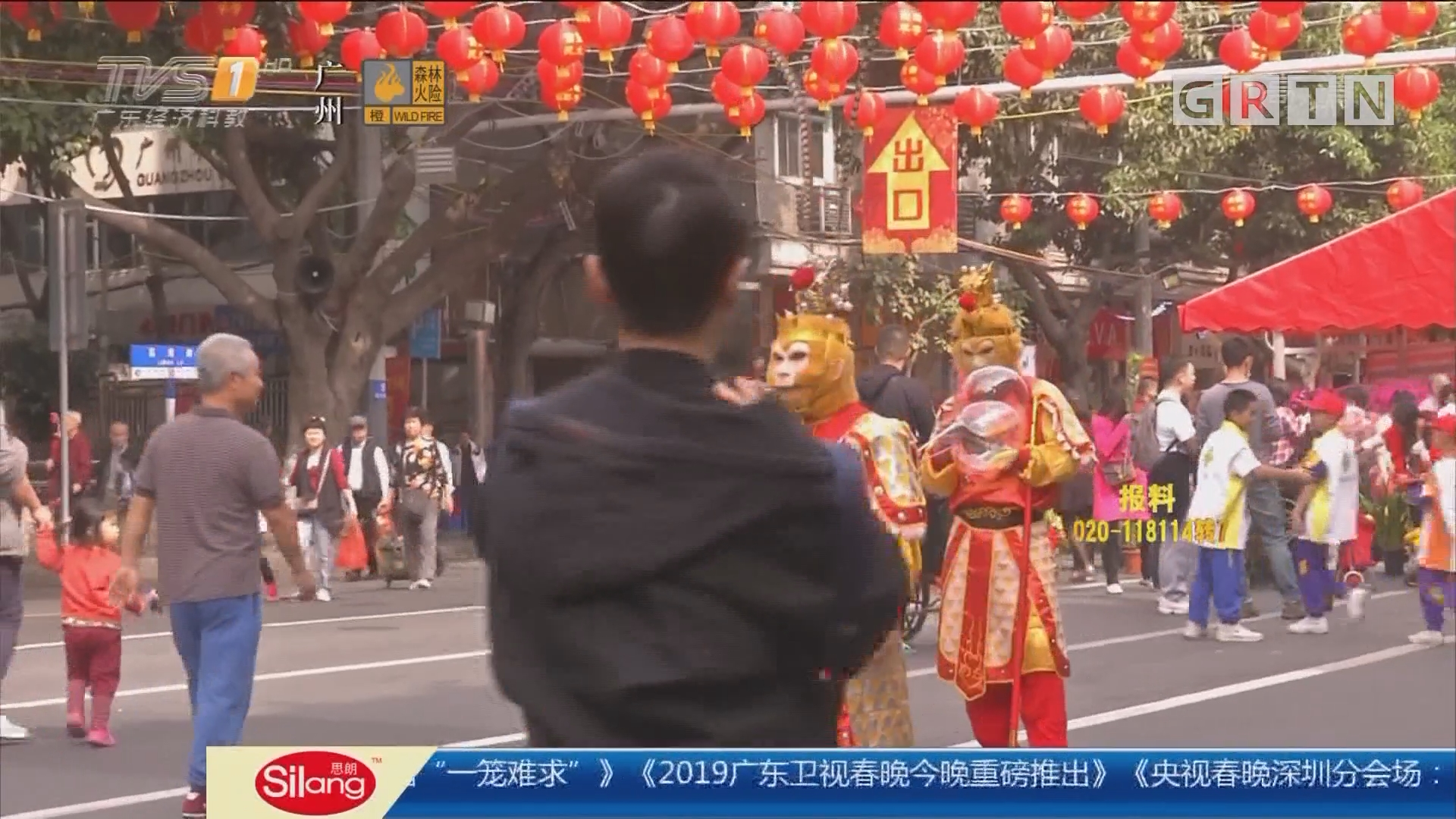 广州:花市中与人偶合影 街坊被强制消费