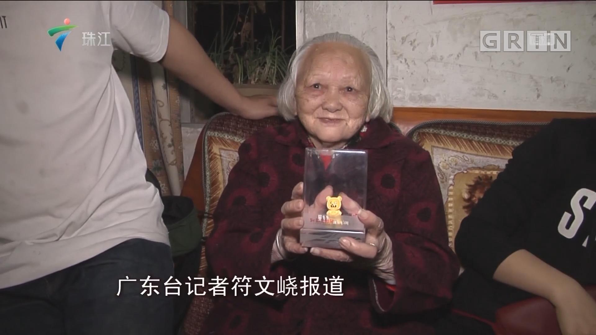 """""""睇关注送大礼"""":清远街坊喜获福气金猪"""