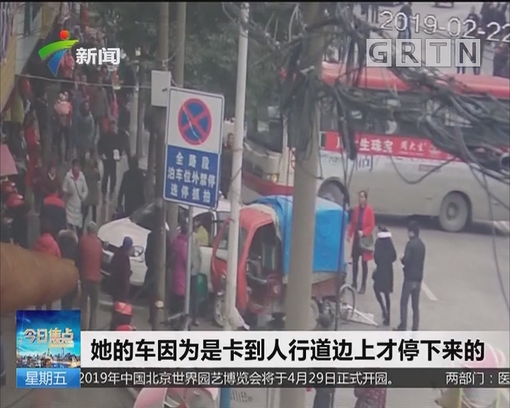 """湖南怀化 女司机""""油门当刹车""""上演惊魂一幕"""