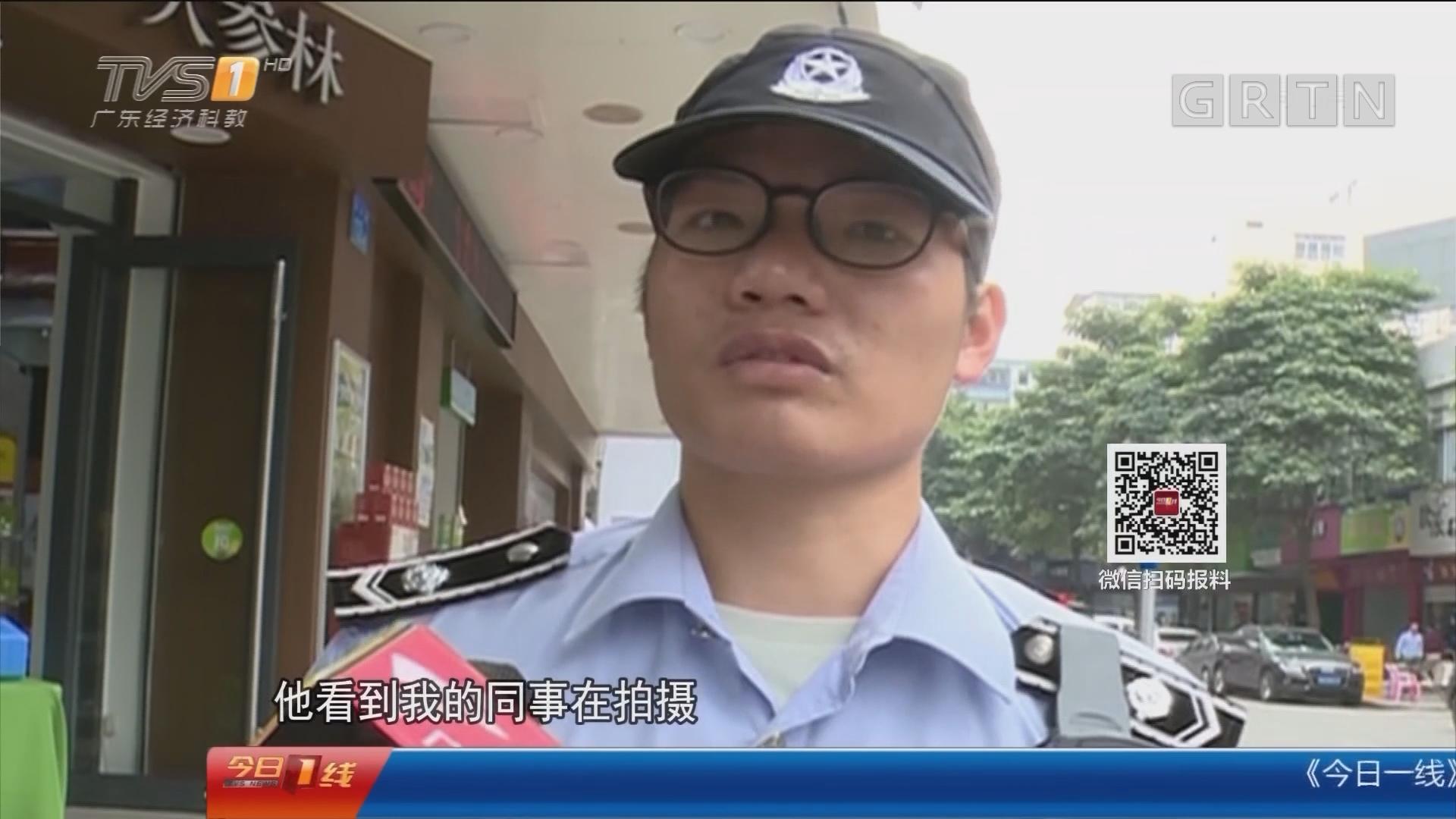 广州花都:城管执法小贩举刀 队员抱摔制服
