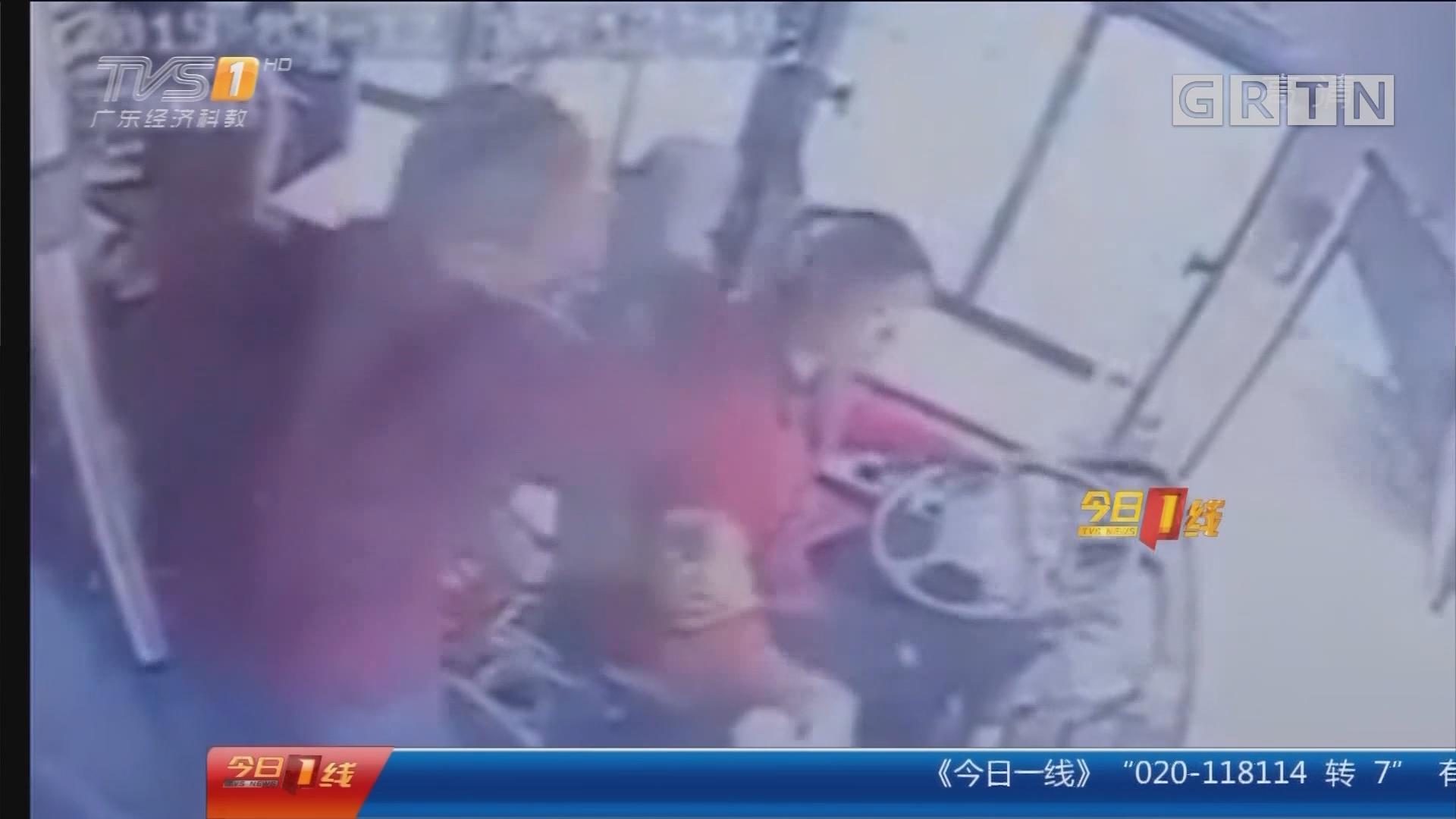佛山南海:暴躁大叔拳打公交女司机 行拘十日!