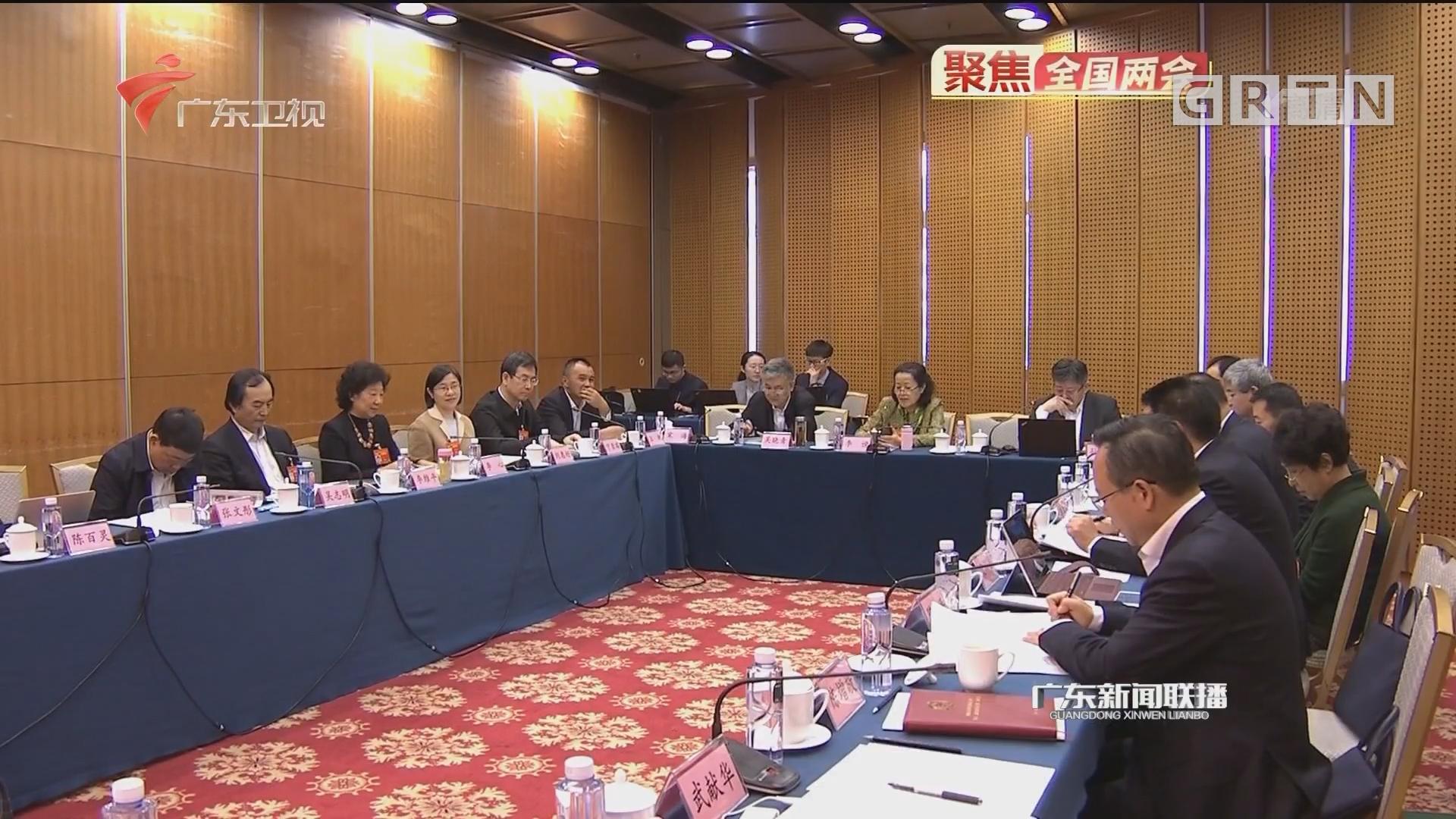 政协委员继续分组讨论政府工作报告