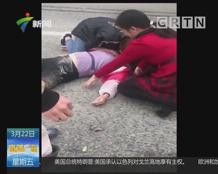 云浮:志愿者上班途中跪地救人