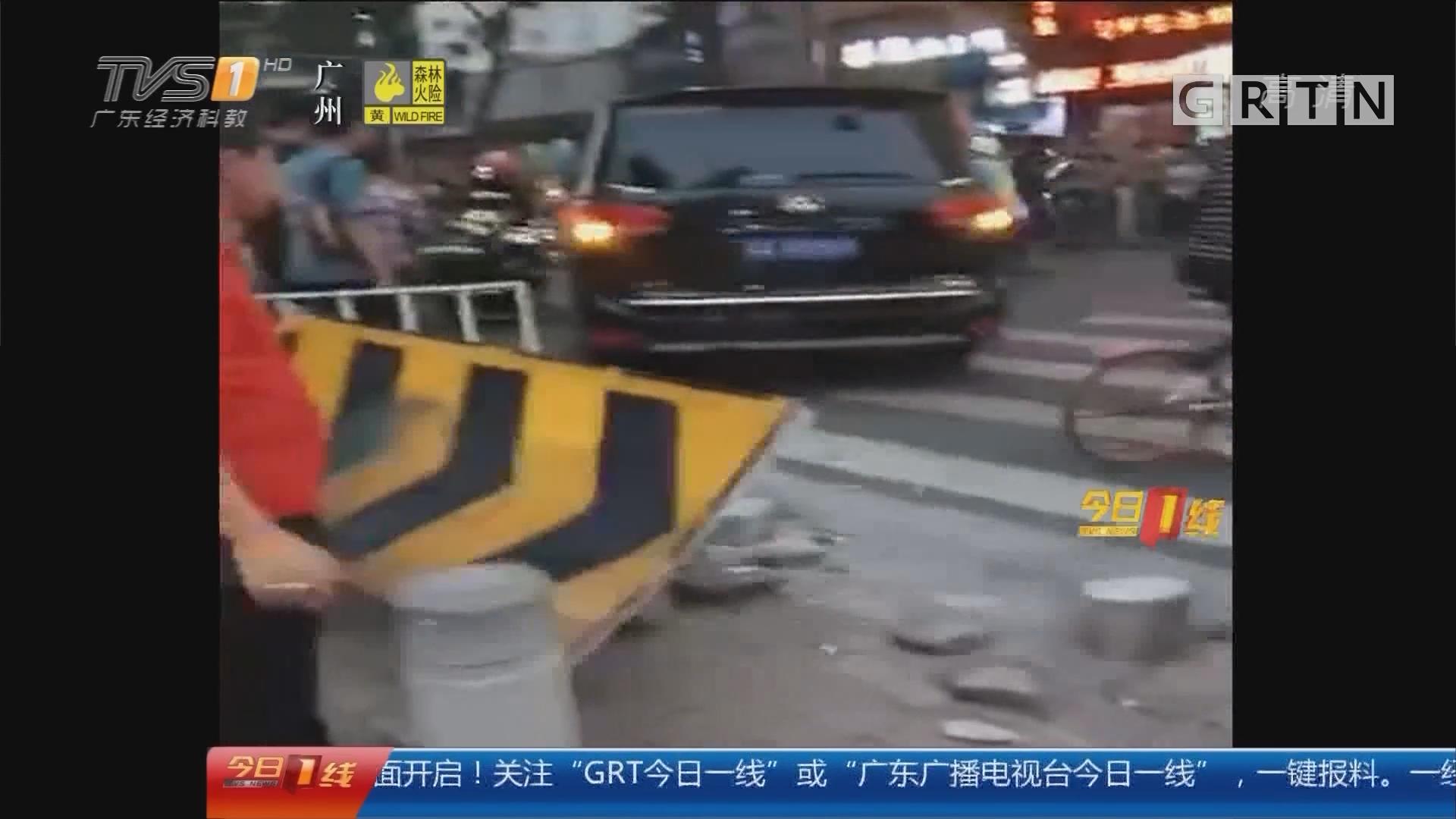 广州:私家车疑遭盗抢疯狂逃窜 警方介入