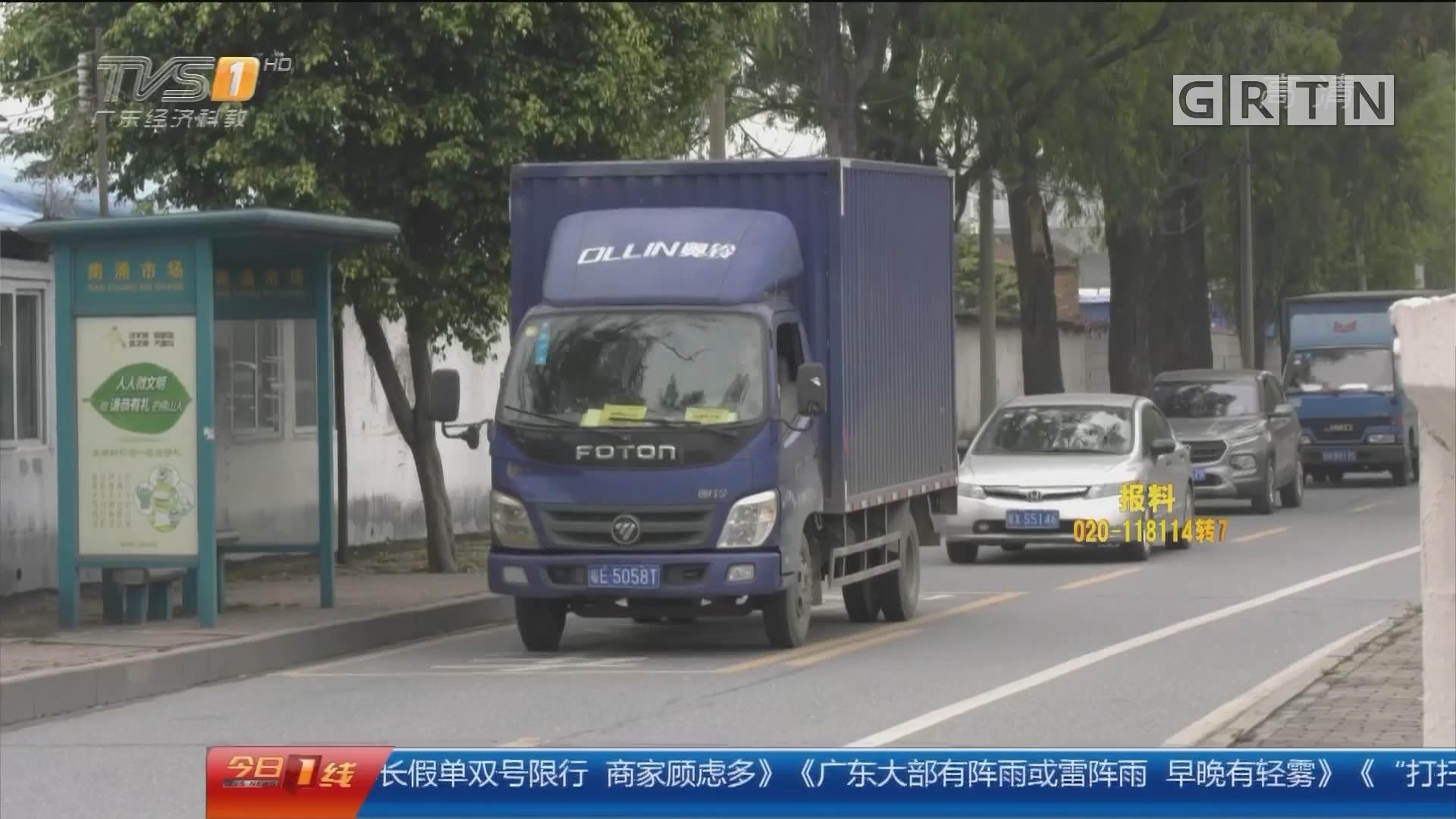 佛山顺德:公交与货车路中央相撞 众乘客受惊