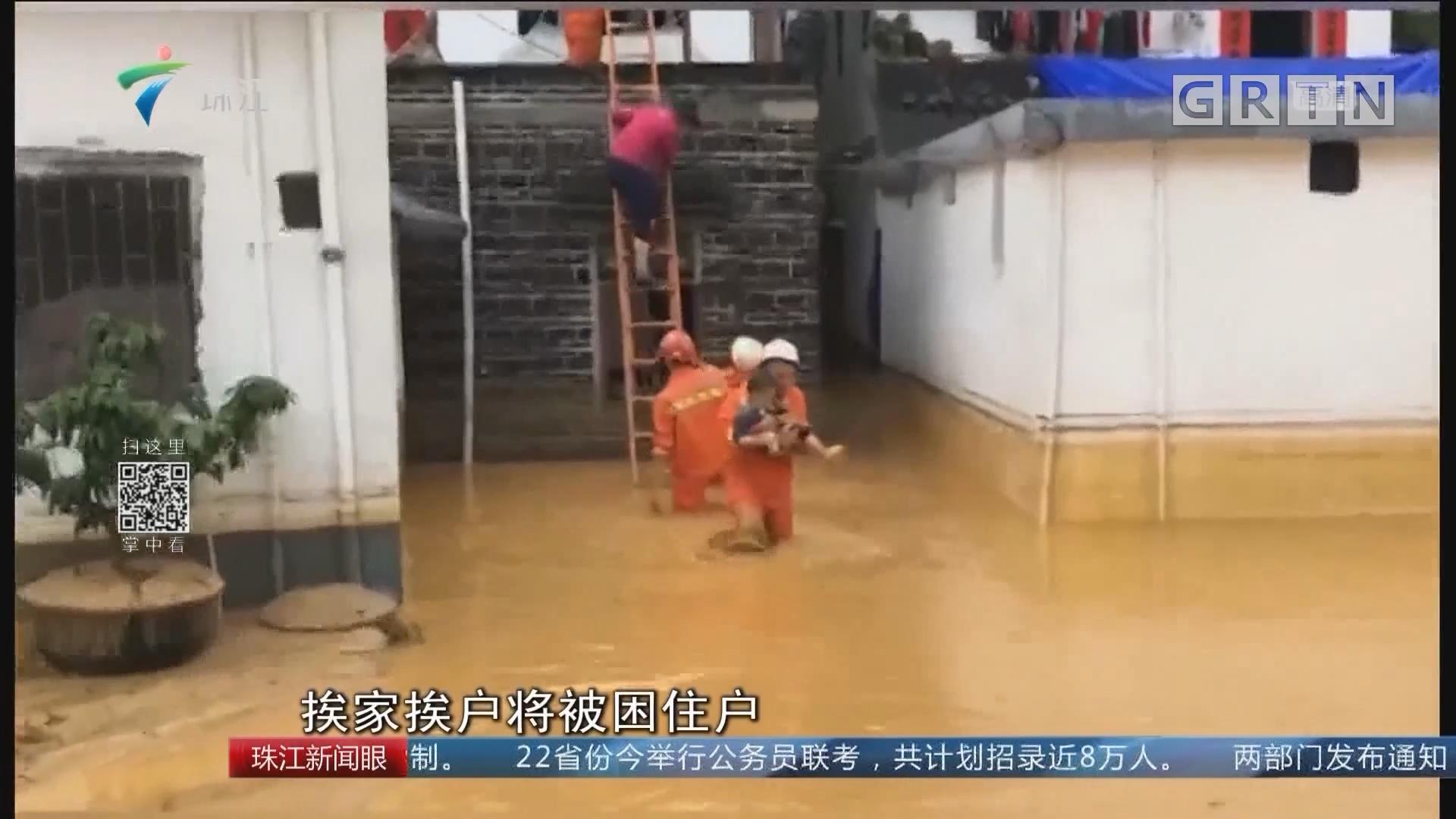 肇庆:村民被洪水围困 消防紧急疏散