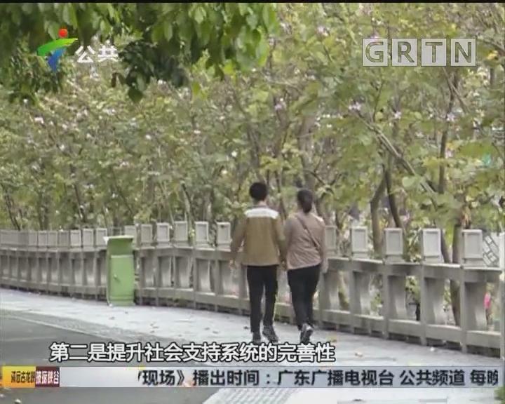 河源:女子忽现江面 热心街坊齐救援