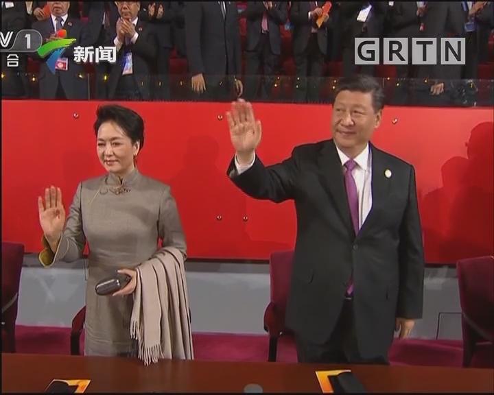 习近平和彭丽媛同出席亚洲文明对话大会的外方领导人夫妇 共同出席亚洲文化嘉年华活动