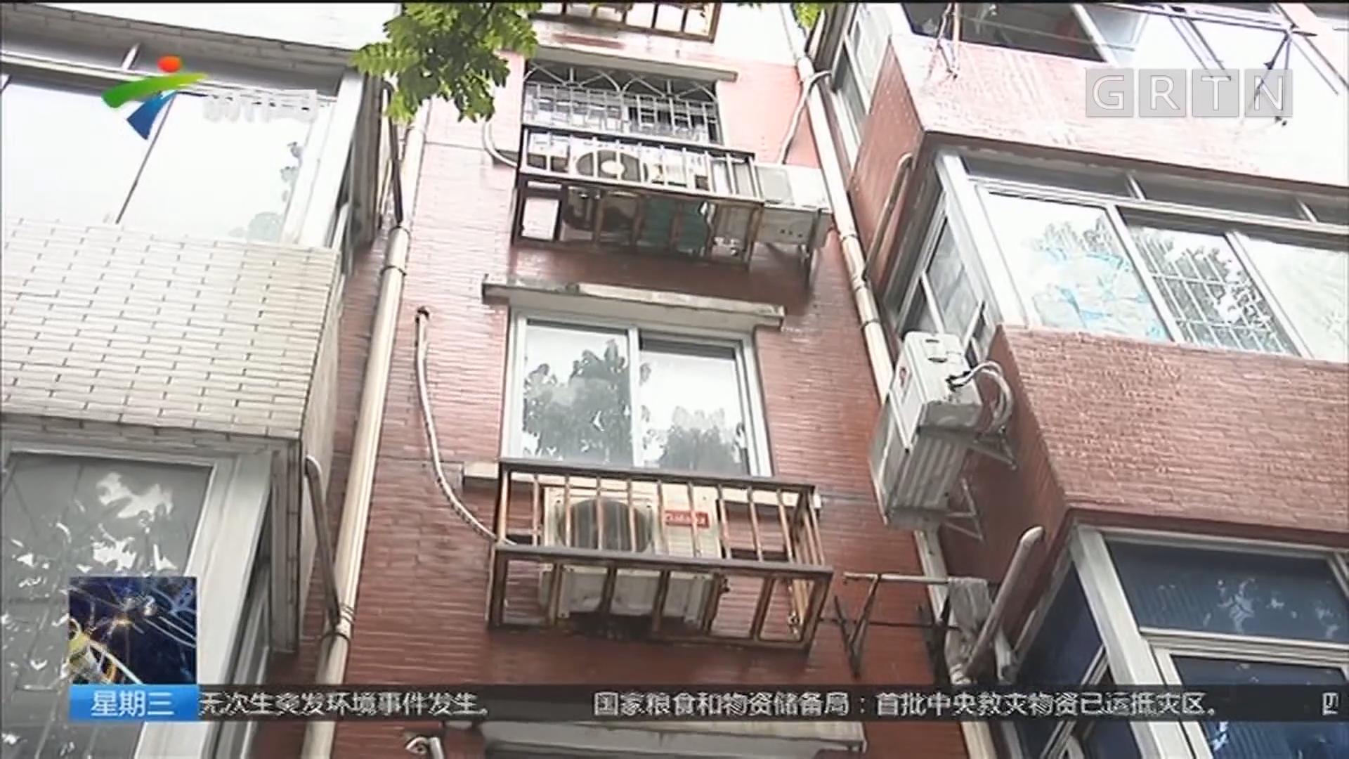 楼宇安全隐患调查:广州 临街空调架多年缺乏维护 锈迹斑斑摇摇欲坠