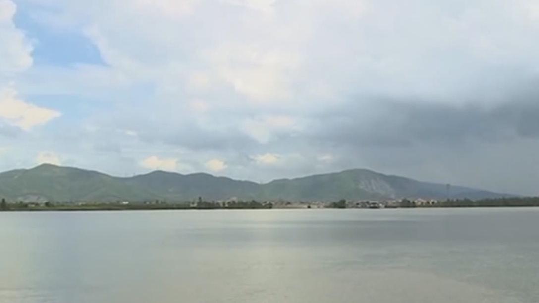 珠海:三学生滩涂岸野泳 两人被水流卷走