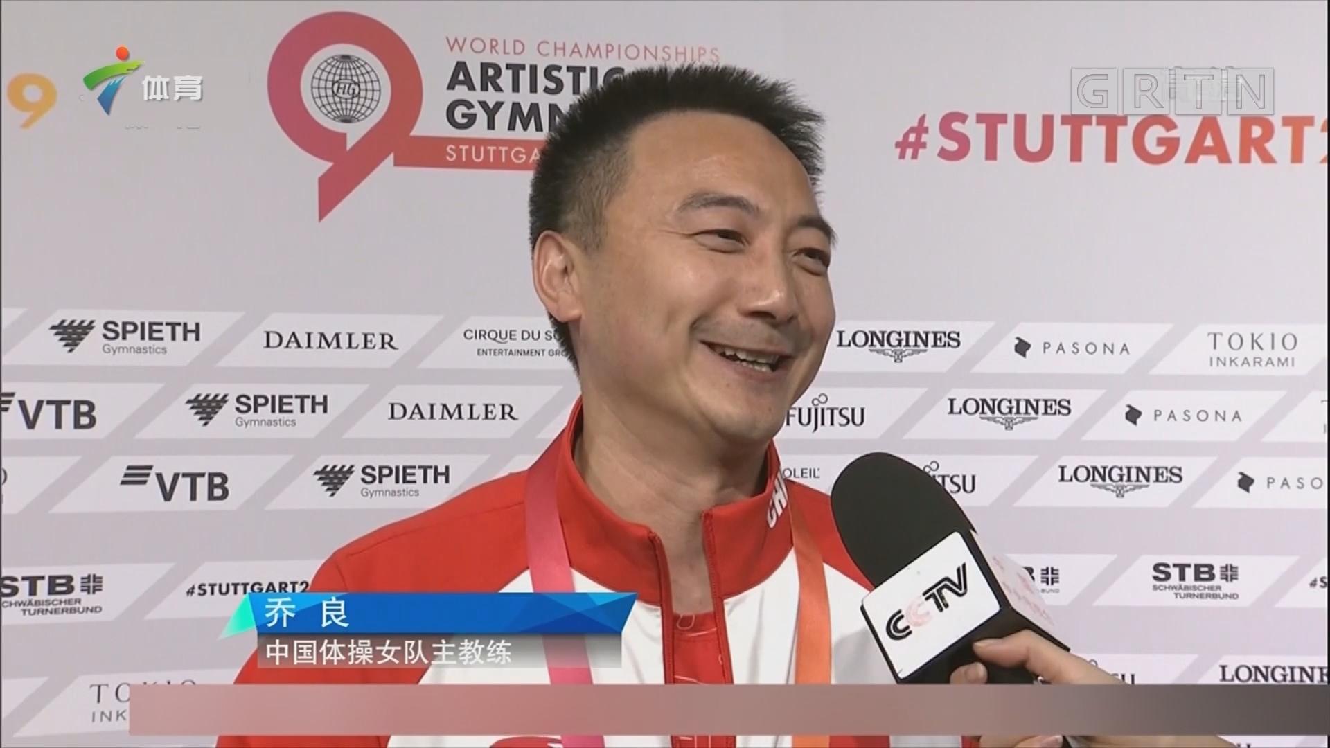 中国体操女队主教练很激动