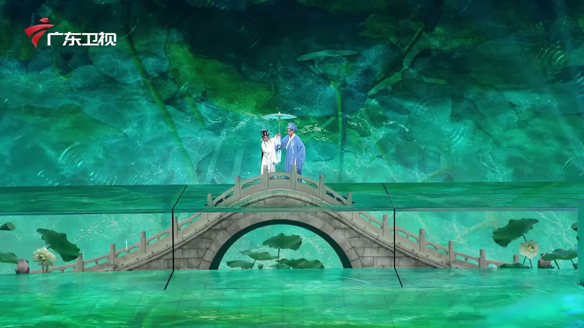 曾小敏联手芭蕾仙女张艺凡上演粤剧经典,东西方文明跨时空浪漫对话
