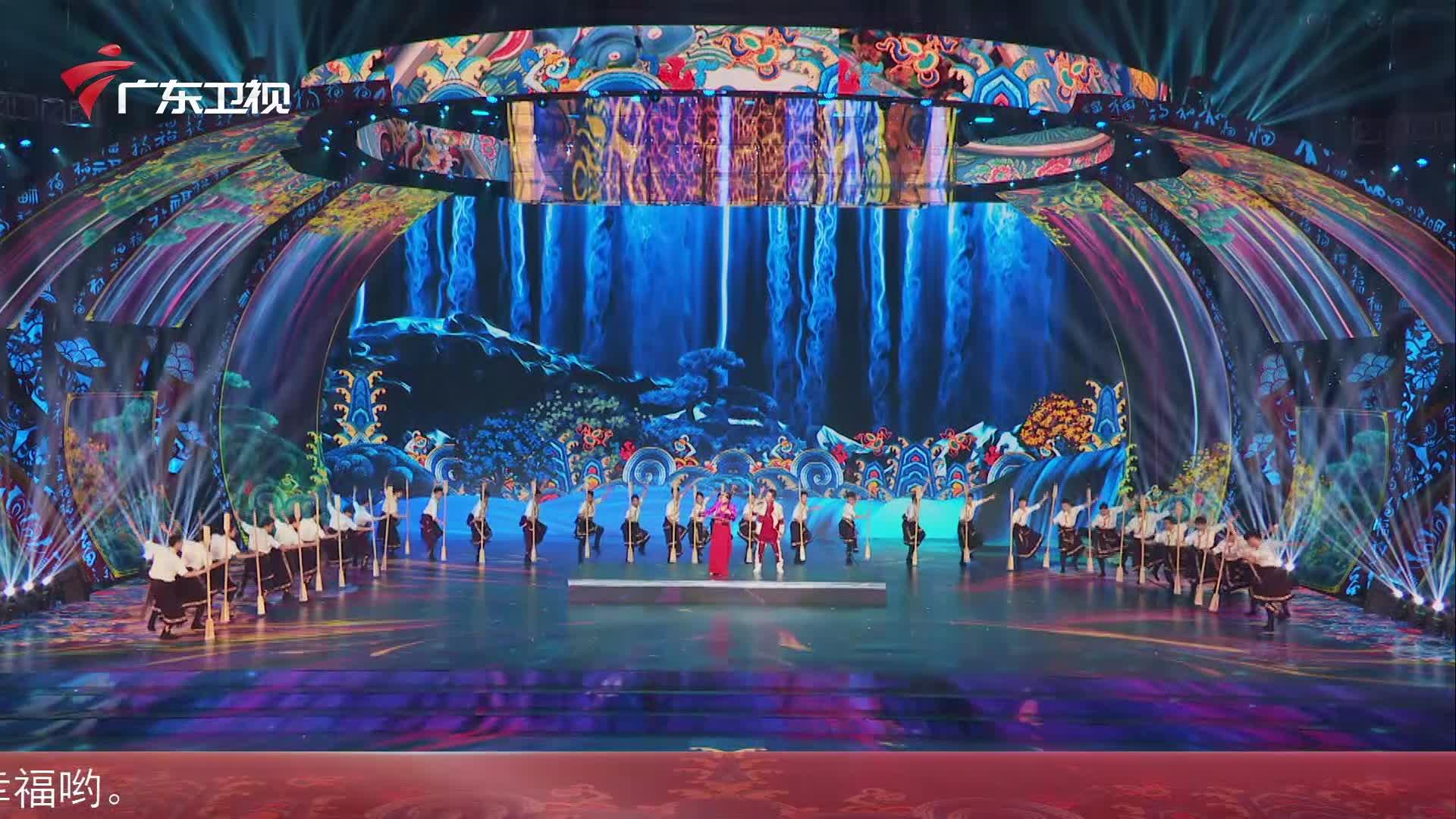 广东卫视春晚舞台民族风味浓,阿兰欢快唱响藏族《打墙歌》