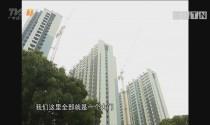 广西南宁:险!外籍男爬吊塔闹市中玩跳伞
