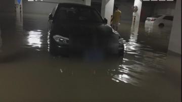 花都:车库水浸多车被淹 业主称索赔难