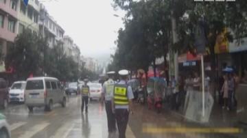 醉酒男子拦警车 寻衅滋事被制服