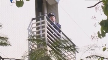 大学生三楼坠亡 感恩节曾致电父母