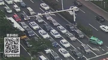 珠海:少女送院路上塞车 交警紧急处置