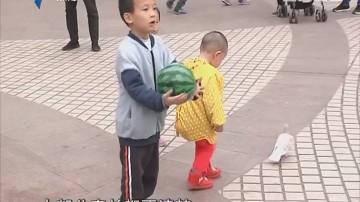 关注儿童安全:连帽衫帽绳存隐患