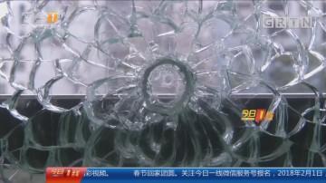 """广州天河:小区忽闻""""枪声"""" 阳台玻璃碎裂"""
