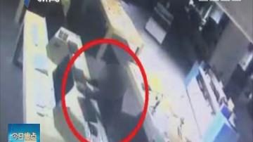 警情实录:黑衣男子深夜摸入商场 盗财物18万