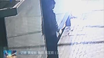 深圳:男子为发泄不满 连砸240块公交站玻璃