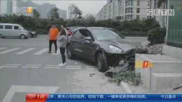 珠海拱北:老司机大意变道 撞豪车损失50万