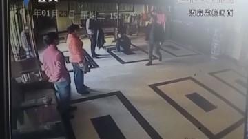 当众殴打服务员 男子被警方拘留
