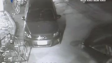 男子酒后S型倒车 涉嫌危险驾驶被拘