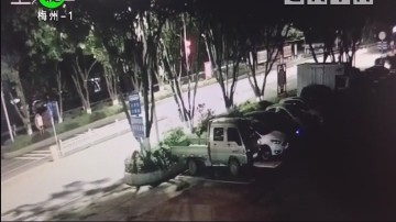 [2018-04-20]民生820:小车停车线内遭破窗盗窃