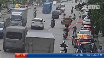 肇庆高要:摩托男戴假发伪装 抢走七万元玉项链