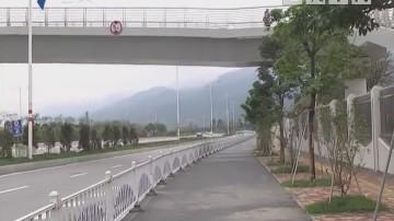 肇庆:人行天桥出现弯曲弧度 街坊提出怀疑