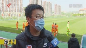 山东鲁能邀请逆行医护人员球迷代表参加开放日