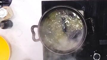 煲竹丝鸡汤