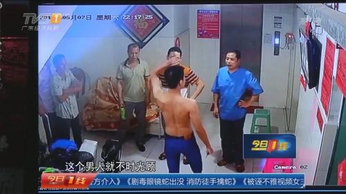 东莞塘厦镇田心村:多名男子持刀伤人 警方介入