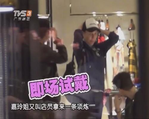 刘嘉玲素颜出巡与男友人选购春装 钟楚红独个现身街头由友人载走