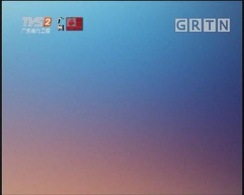 [2019-11-06]城事特搜:环卫车侧翻 众人抬车救人