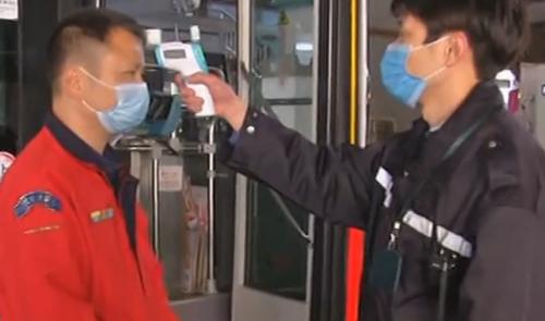 广州:防控疫情 公交车每天至少消毒两次