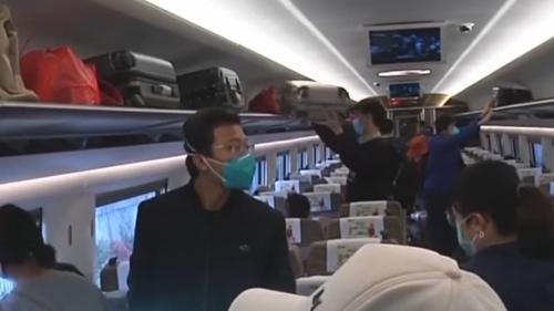 湛江:高铁站客流增大 预计明后为返程高峰