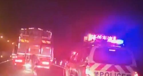 粤北飘雪 京珠北高速部分结冰封闭
