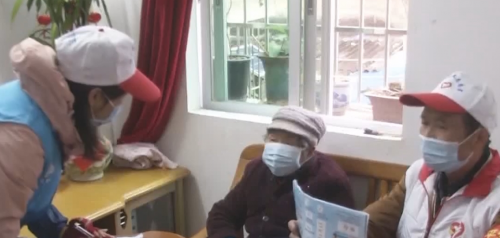 """韶关:退休党员请缨""""战疫"""" 感动社工"""