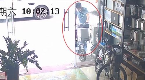 东莞:市民遭藏獒突然袭击 腹部被咬伤