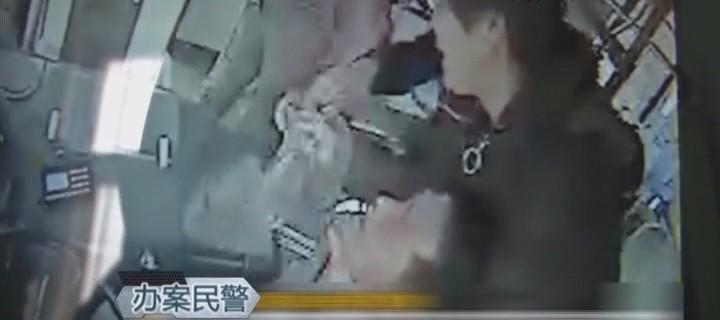 公交車內吸煙被阻止 女乘客用絲巾勒駕駛員